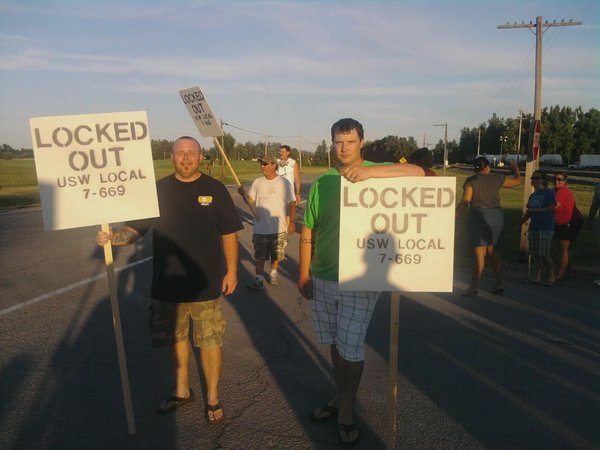 2019.09.25 Picket_line_in_front_of_Honeywell_Uranium_Hexafluoride_Processing_Facility_during_2010-2011_lockout